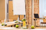 JUFA Hotel Wien City - Seminarraum Getraenke und Obst © JUFA Hotel Wien City