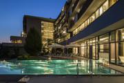 Falkensteiner Balance Resort Stegersbach - Aussenansicht Pool bei Nacht © Falkensteiner Hotels & Residences