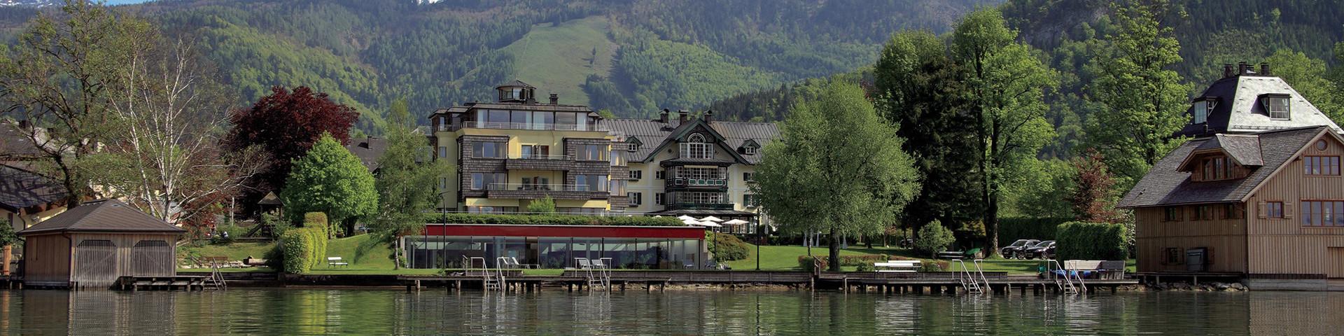 Seehotel Brandauer's Villen - Aussenansicht vom Wolfgangsee © Seehotel Brandauer's Villen
