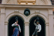 Das Glockenspiel - Tanzendes Steirerpaar außen © Das Glockenspiel