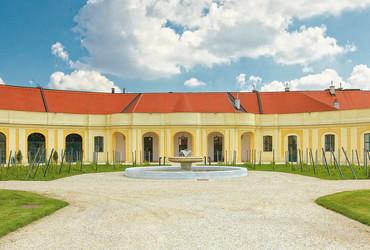 Schloß Schönbrunn Apothekertrakt