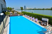 Hilton Vienna Danube Waterfront - Aussenpool © Hilton Danube Waterfront