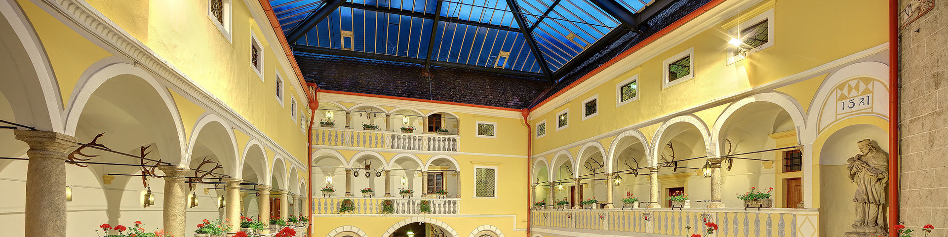Hotel Schloss Weikersdorft - Arkadenhof neu © Hotel Schloss Weikersdorf