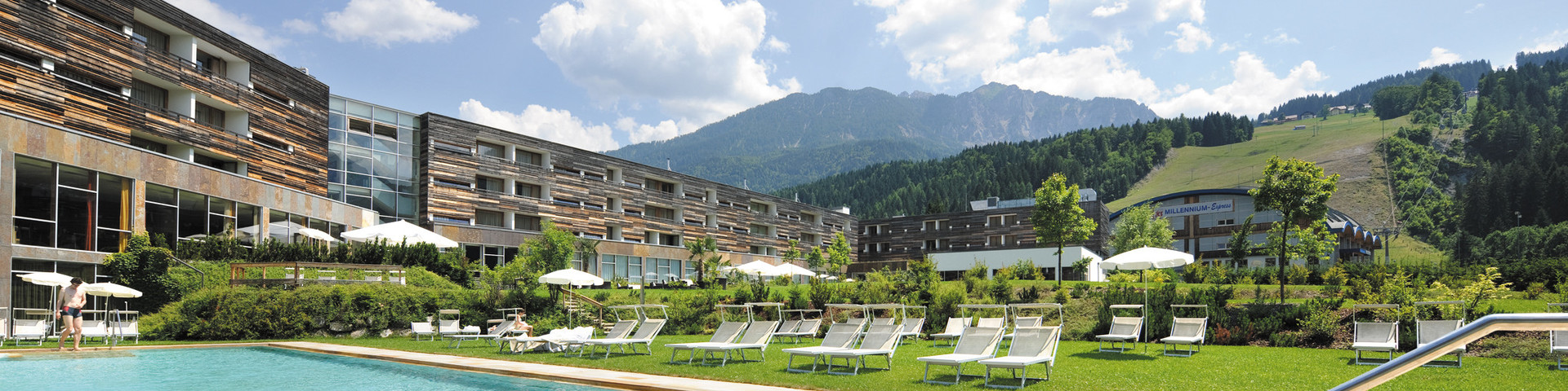 Falkensteiner Hotel & Spa Carinzia - Aussenansicht Sommer mit Pool © Falkensteiner Hotels & Residences