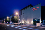 Mercure Salzburg Central - Aussenansicht bei Nacht © Abaca Corporate I Mitja Kobal