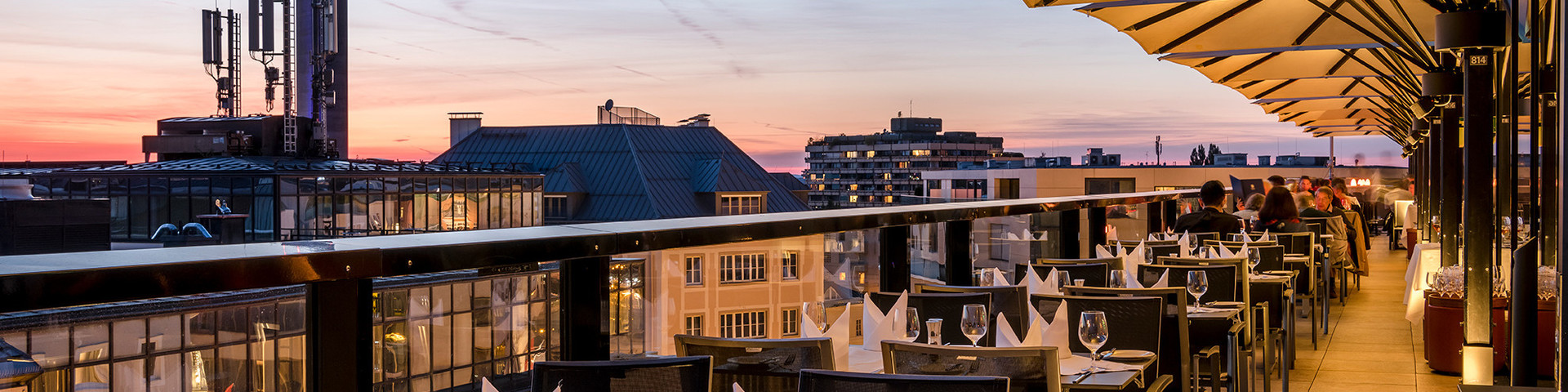 IMLAUER HOTEL PITTER Salzburg - Terrasse Skyline Abend © IMLAUER HOTEL PITTER Salzburg.