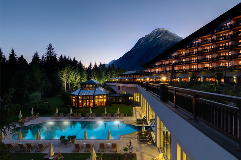 Interalpen-Hotel Tyrol - exterior view with pool eventing © Interalpen Hotel-Tyrol