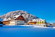 Sheraton Fuschlsee-Salzburg Hotel Jagdhof - Aussenansicht Winter © Sheraton Fuschlsee-Salzburg Hotel Jagdhof
