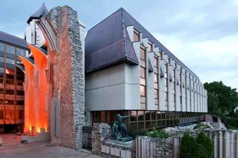 Hilton Budapest - Aussenansicht Courtyard_Cloister © Hilton Budapest