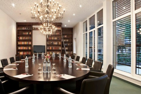 Fleming's Hotel Wien-Westbahnhof - Library © Fleming's Hotels & Restaurants