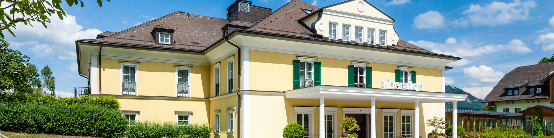 Sheraton Fuschlsee-Salzburg Hotel Jagdhof - Aussenansicht Sommer © Sheraton Fuschlsee-Salzburg Hotel Jagdhof