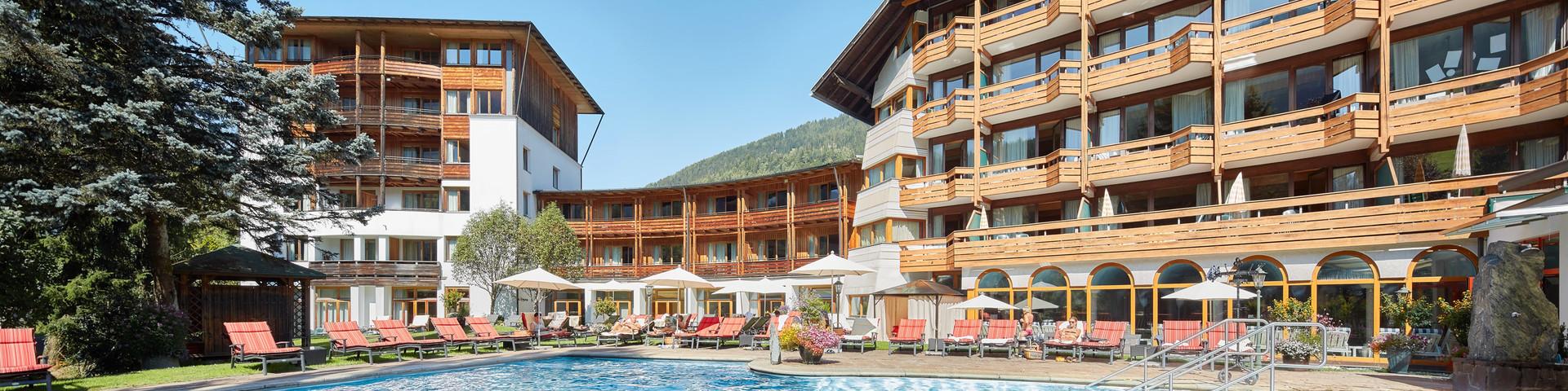Das Ronacher – Aussenansicht mit Pool © Ronacher Hotel DIE POST