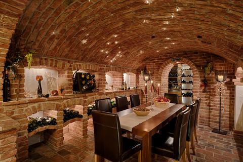 Thermenwelt Hotel Pulverer - wine cellar © Thermenwelt Hotel Pulverer